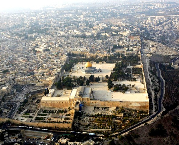 ** FILE ** The Dome of the Rock mosque in the Al Aqsa Mosque compound, also known to Jews as Temple Mount, is seen in Jerusalem's Old City, in this Oct. 2, 2007 file photo. Senior Israeli officials discussed a possible division of Jerusalem in public on Monday, Oct. 8, 2007, signaling a shift in the Israeli consensus on one of the most sensitive issues in the Israeli-Palestinian conflict, but still falling short of a Palestinian demand to set up their future capital in all of the Israeli-annexed area of the city. (AP Photo/Kevin Frayer, file)